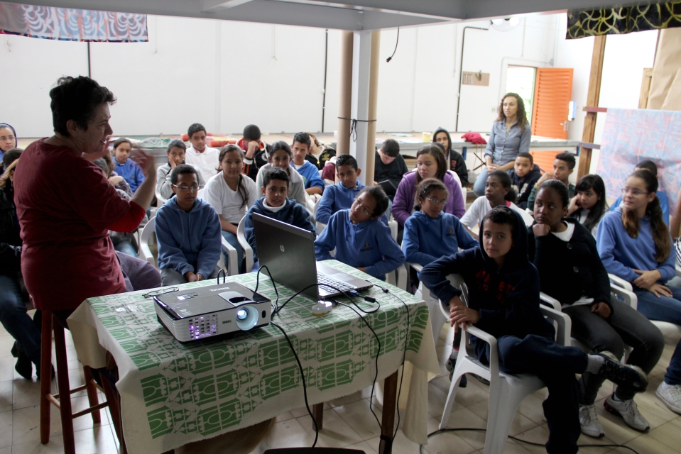 16/10/13 - Alunos do EMEF Prof Amélia Rodrigues de Oliveira