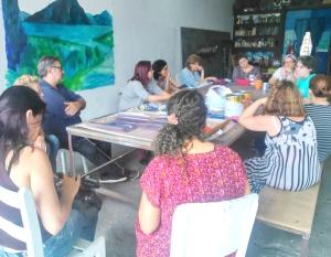 Grupo de educadores reunidos para a oficina na Fazenda da Serrinha