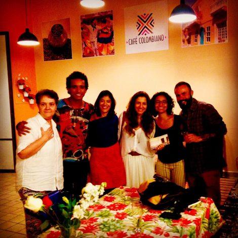 Mônica Nador e os participantes da oficina Wesley Alves, a arte-educadora Daniela Vidueiros,Alice Gouvea, Juliana Vieira e João Di Souza